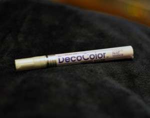 Liquid Silver DecoColor paint marker